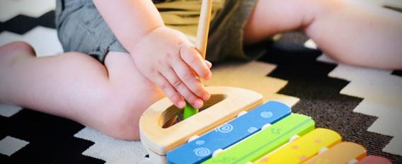 Bébé et la musique : les bienfaits son éveil